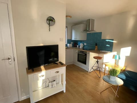 Newly refurbished 3 bedroom compact house.