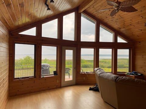 Beautiful Four Season Cottage on Lake of the Woods