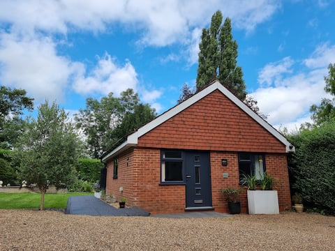 Peaceful detached annex in Epsom