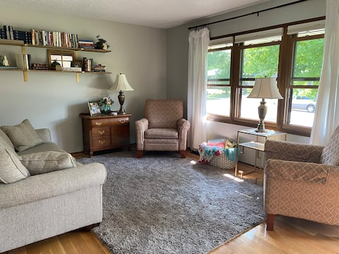 Cheerful 3-bedroom residential home with a patio