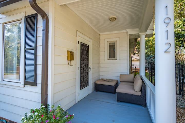 Cozy Elizabeth Neighborhood Cottage