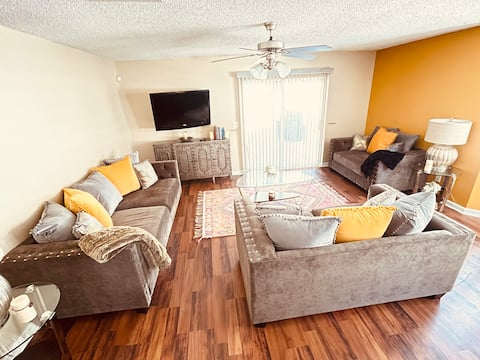 Cheerful and Cozy 3 Bedroom-3 Full bathroom home