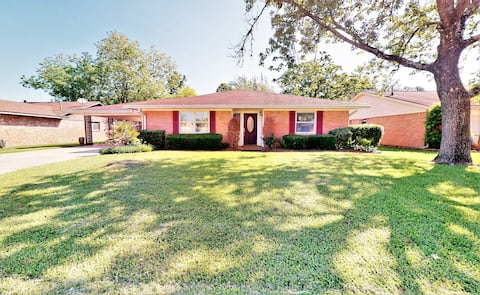 Cute 4-bedroom home in the heart Friendswood, TX