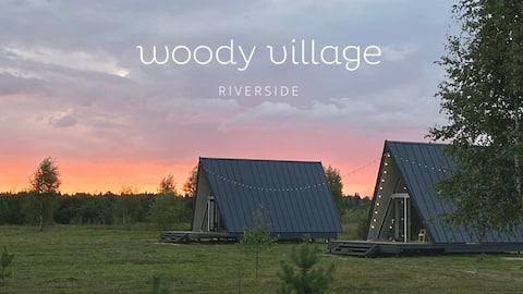 Домик №3 на берегу реки в поселке Woody Village