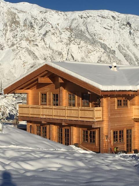 "Houten 'Loghouse"" in de bergen! Natuur en rust"