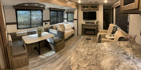 The Happy Camper - 1 bedroom RV with TV, WiFi