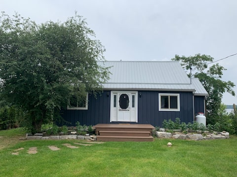 Little Blue Lakefront Cottage on Sturgeon Lake!!