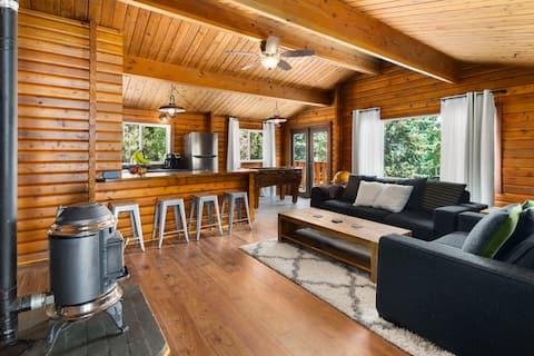 New Cozy Cabin | Pet Friendly | Smart TV | Games