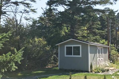 NEW!!! Floras Lake Tiny House