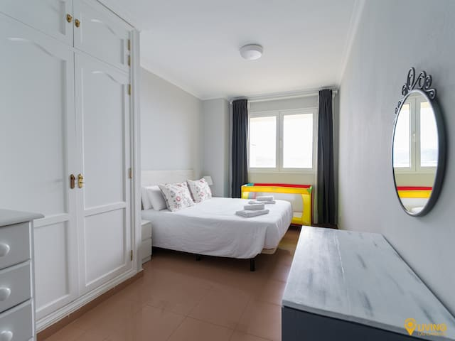 Relaxing atmosphere in the master bedroom. If you are travelling with a baby, do not hesitate to ask us for a portable crib or a highchair, which we provide free of charge.