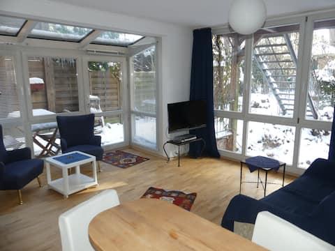 冬の庭のあるプライベートマンション( 1階)