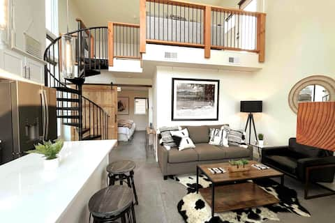 NEW Luxury Townhome- BEST location & amenities!