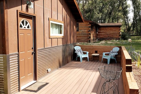 Quiet Forested Studio one mile west of downtown