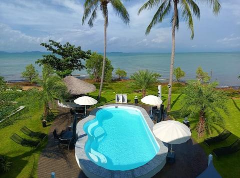Beachfront Pool Villa and Apartment