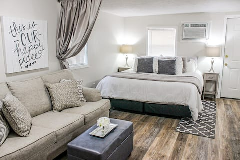 Perfect Getaway at Bluebird Cottage in Starkville
