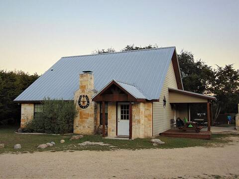 Private 3 bedroom house with pool near Concan!