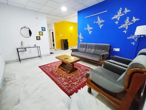 Cozy 2BHK centrally located with free parking