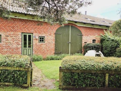 専用玄関と庭がある素敵なプライベートゲストハウス!