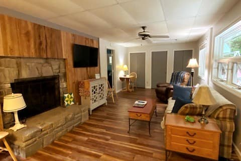 Cozy Mountain Cabin in Linville Land Harbor