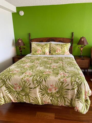 Comfortable queen size bed with 600 thread count sheets.