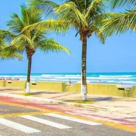 Casa 100m praia, recém reformada Wi Fi  e Ar Cond.