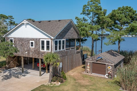 Waterfront 2 bedroom cottage-Private dock-hot tub