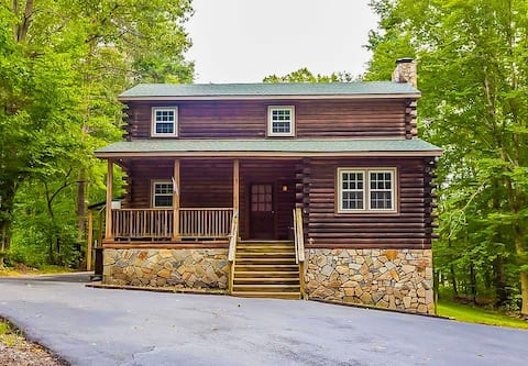 Authentic 3 Bedroom Log Cabin, with Lake Access