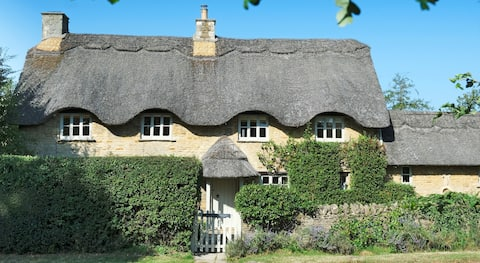 Beautiful grade II thatched cottage