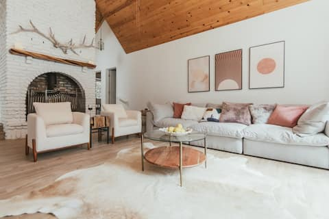 A 4 Bedroom, Modern Mountain Home