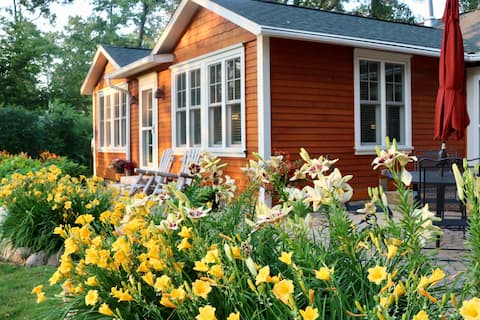 Cozy Cottage with Gull Lake Beach Access