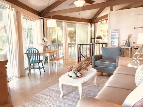 It About Time - Eclectic Beach Cottage at Edisto
