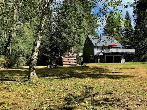 Benson Creek Cottage with Sauna and WIFI