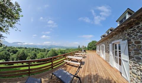 Vue panoramique, gde demeure au cœur des Pyrénées