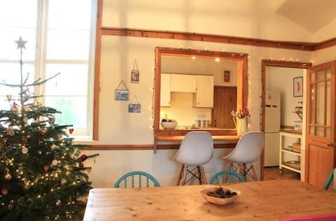 3-bedroom Victorian cottage in friendly village