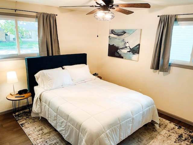 Queen Bed Memory Foam w/ premium sheets