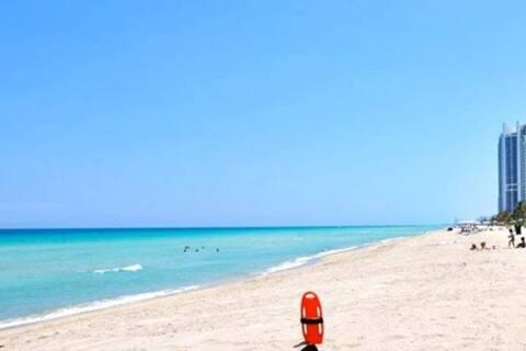 ☀️Balcón limpio y💙 resplandeciente, acceso gratuito a la🚗 playa de🏖 estacionamiento