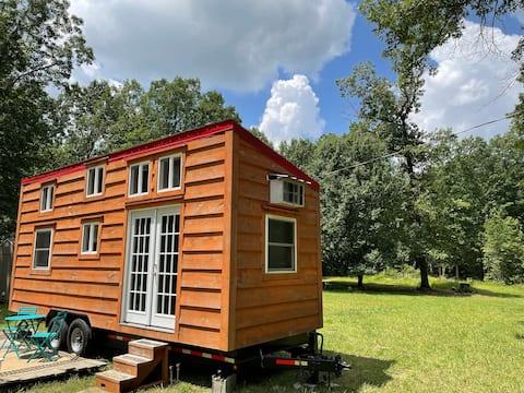 Charming 1-bedroom Tiny House w/ Patio & WiFi