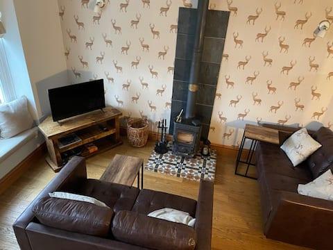 Lovely 2 bedroom Cottage with log burner