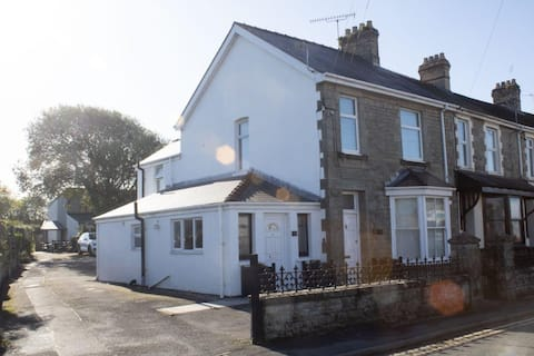 Homely two bedroom flat with on site parking