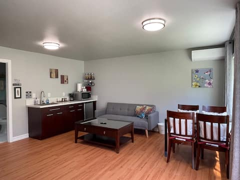 Newly remodeled 1 bedroom suite. (Hummingbird)