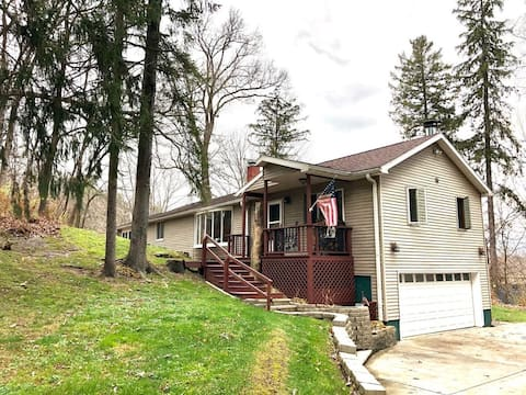 Cozy 3 BR 1.5 Bath Home on the Rock River w/ Fishing Dock, Wooded 1.5 acre lot
