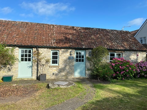 Self-contained cottage between Bath and Bristol
