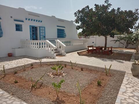 Maison dans un endroit très calme à Kerkennah