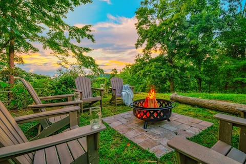 NEW-view-hot tub-10 min to Dollywood-KID FRIENDLY