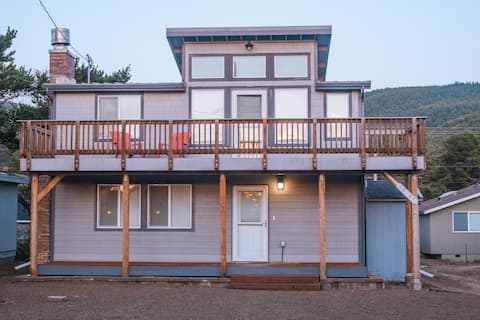 The Rocky Whale - a pet friendly beach cottage.