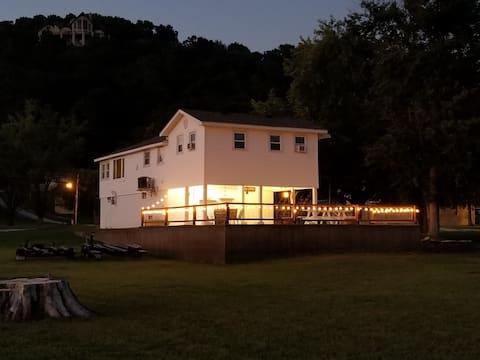 Grafton IL K&S Riverfront House - 3 BR, 1 BA
