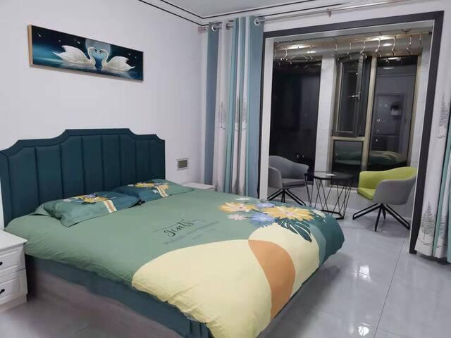 所有图片都是主卧1.8/2米的大床,柔软舒适,都配有独立的卫生间