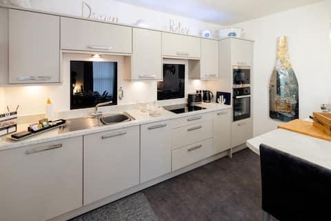ArtZen 2 Bedroom Luxury Central Apartment