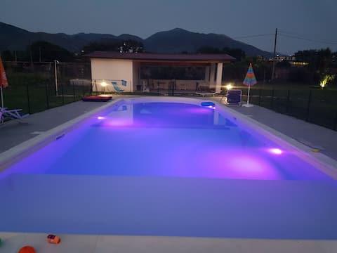 Bellavista : vista sulle montagne con piscina