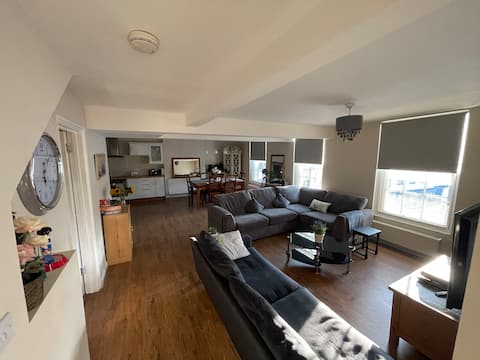 Luxury 3-bedroom Apartment with stunning views